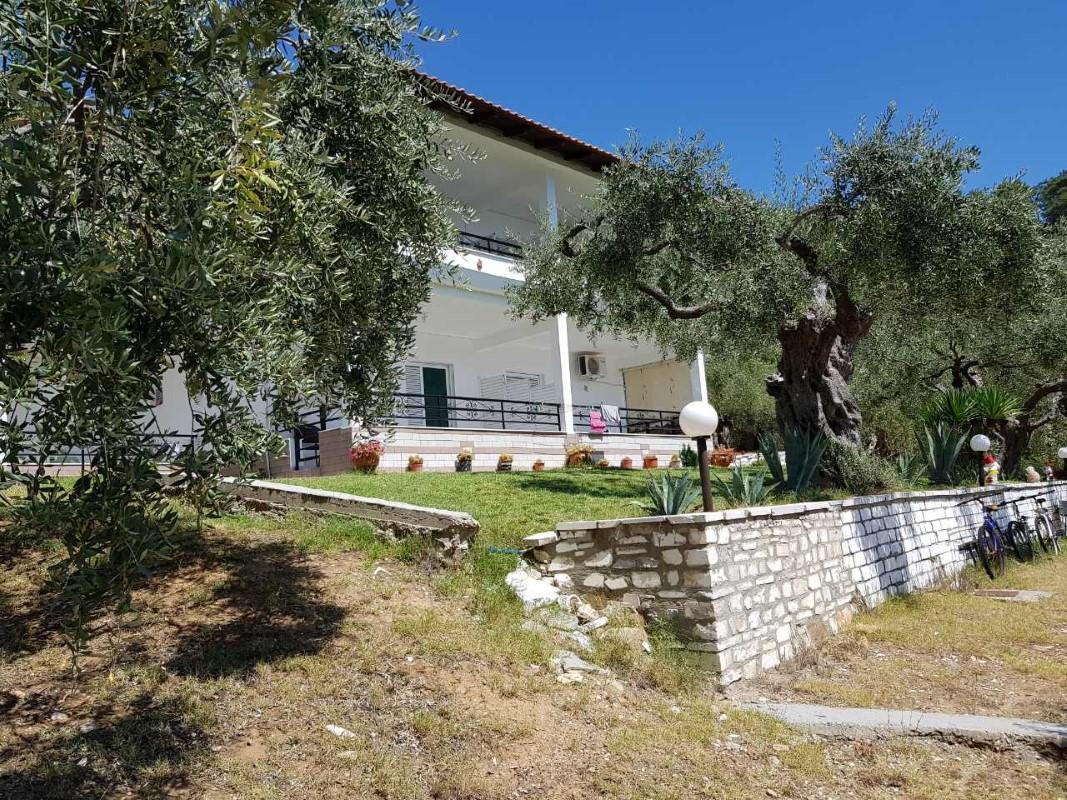 Tasos Vila Irini Studios